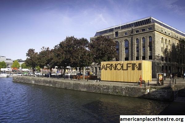 Arnolfini, Pusat Seni Teater Internasional